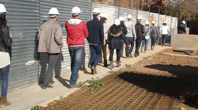 Fotografía de los alumnos durante la visita a la construcción.