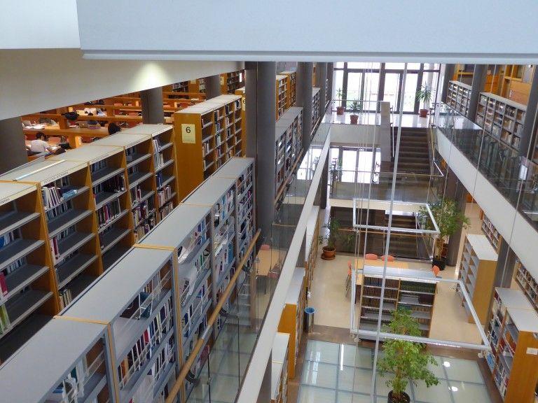 Abrimos 24 h. en la Biblioteca UCH Valencia