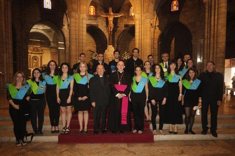 Al finalizar la Eucaristía, junto al Arzobispo de Valencia monseñor Carlos Osoro, y el rector de Santa Catalina, D. Francisco Ruiz.