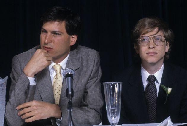 Los exbecarios Steve Jobs y Bill Gates en 1984. Getty Images