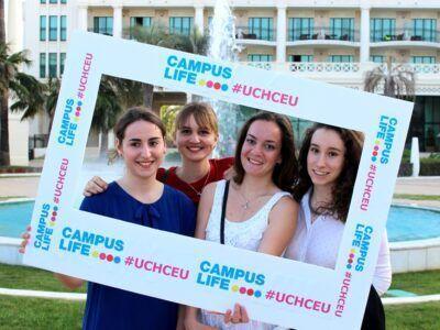 De izquierda a derecha: Clara Mercadal, Mathilde Guichard, Juliette Chaix (Francia), junto a Cristina Ortín (España)