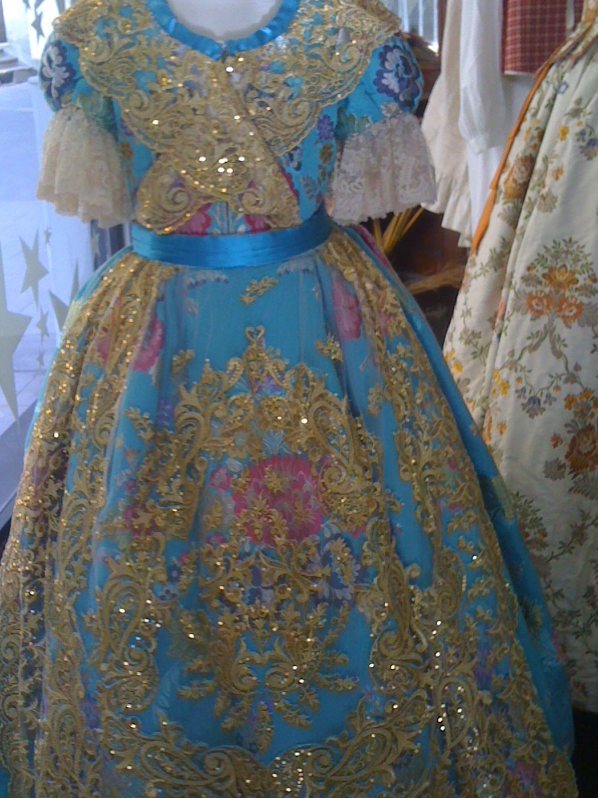 A traditional fallera costume with lantern sleeves, produced by Ernesto Sostoa.