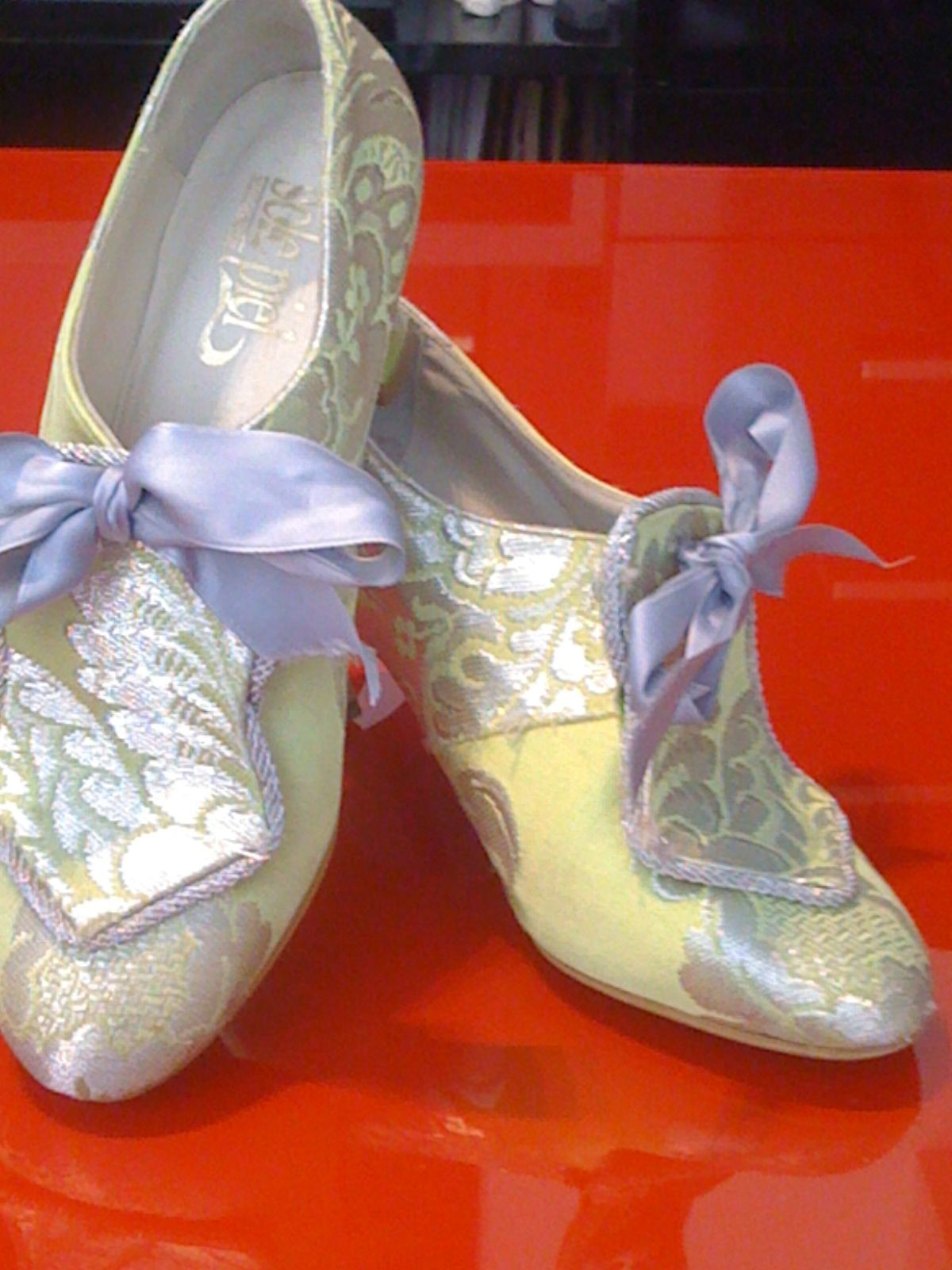 Ernesto shoes Yeslin a pair of the beautiful fallera shoes, during their interview.