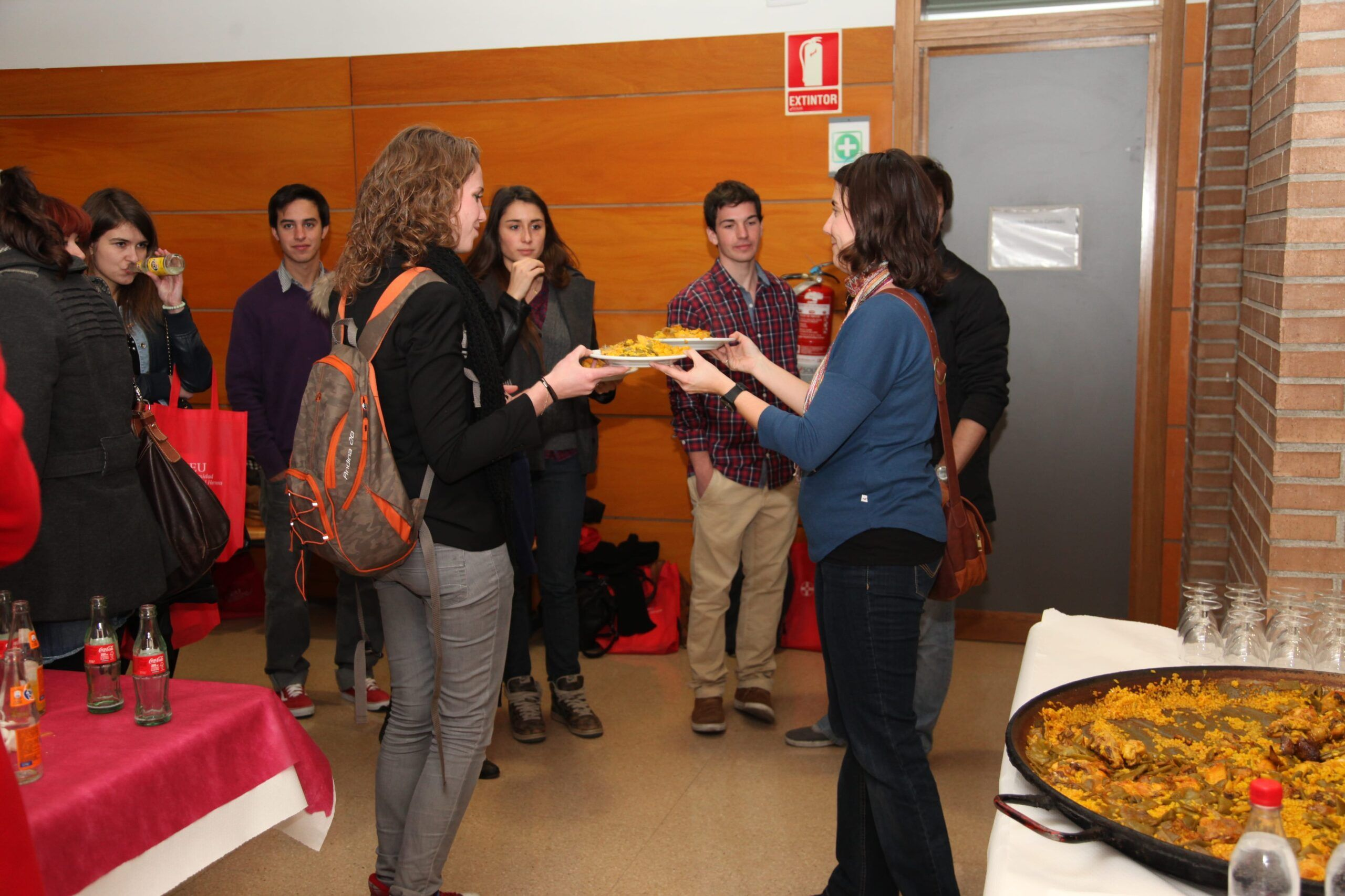 During the welcome day we invited erasmus students to taste paella!