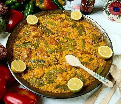 Mediterranean diet is present in the most famous dish of Valencia: la paella!
