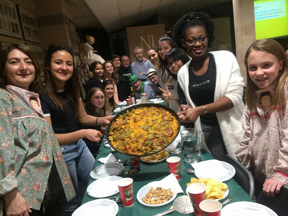 After almost 2 hours, we were ready to eat the paella with our friends from Na Jordana