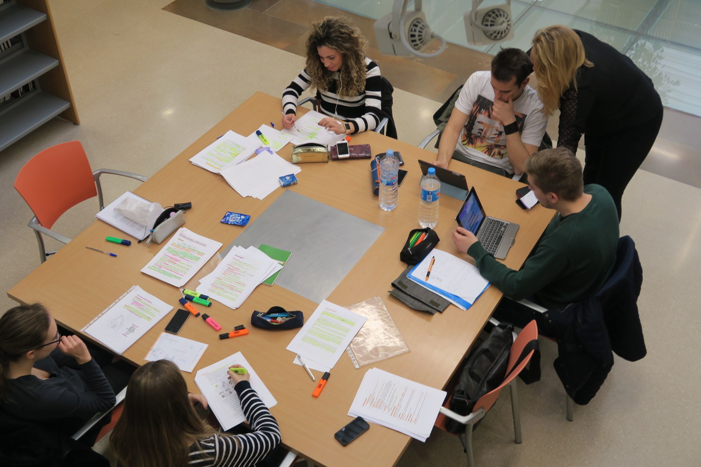 A group of CEU students in our library (Alfara del Patriarca)