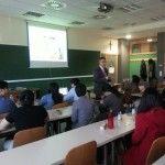 Fotografia de una clase en el cuadro de CEU Emprende