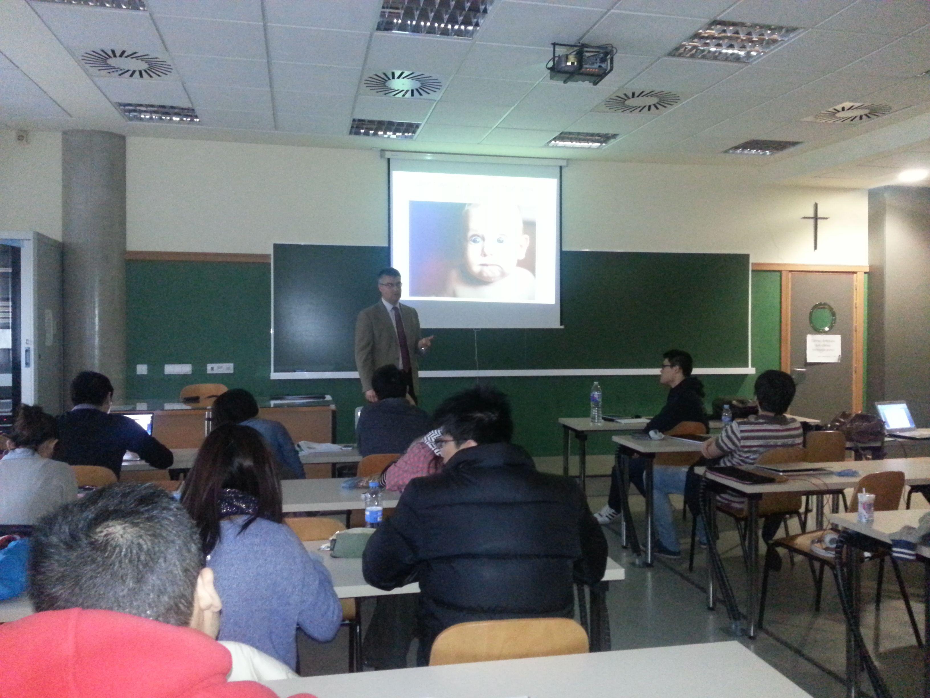 Ramon Ferrandis impartiendo una master class en el cuadro de CEU emprende