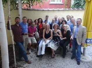 La Profa. Abril con sus compañeros de promoción del Colegio de Europa