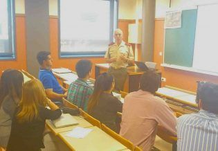 Alumnos de 4º de CCPP con el Comandante Guillermo Ruiz Castilla