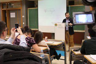 Candidato de Confianza Aragón pronuncia su discurso