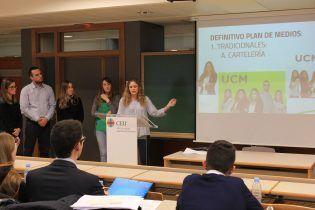 Laura Hernández, del equipo de UCM, explica el plan de medios