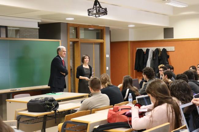 D. Francisco Javier Sandomingo junto a la profesora Susana Sanz