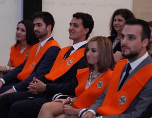 Daniel Torres, exalumno CCPP con sus compañeros, próximo alumno de la Escuela Diplomática
