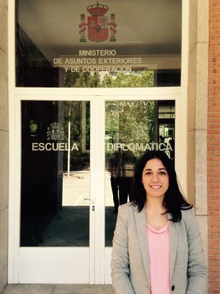 Patricia Roldán, exalumna de Ciencias Políticas, en la Escuela Diplomática