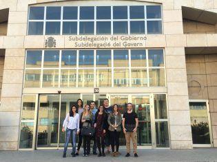 Alumnos de 4º de Ciencias Políticas ante la Subdelegación de Gobierno de Valencia