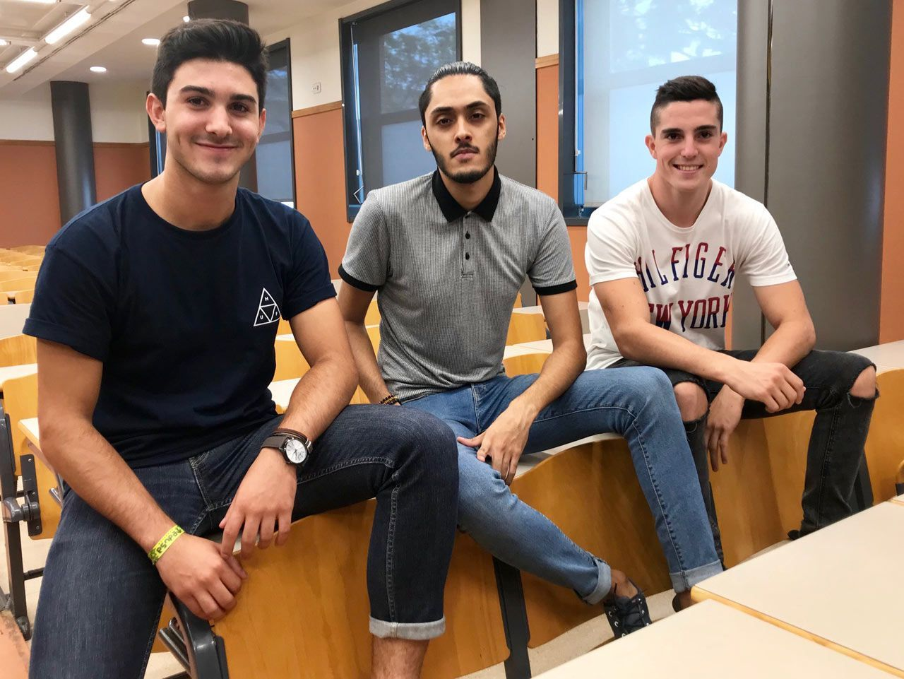 Pablo, Alonso y Dani, tres amigos que se han conocido en sus primeros días en la Universidad