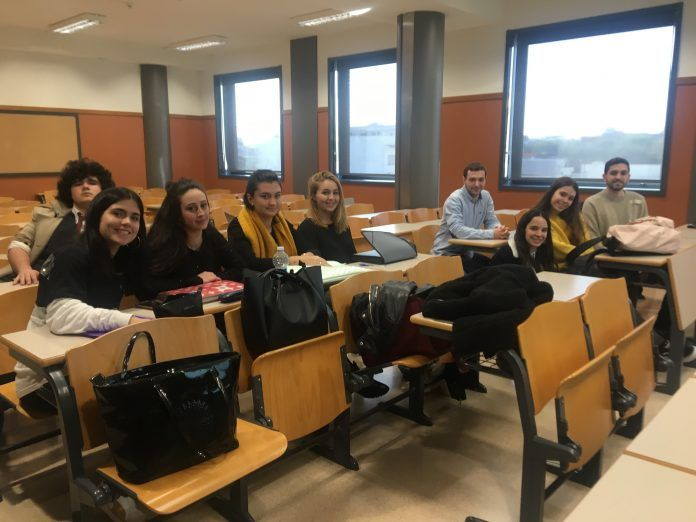 Estudiantes en sesión.