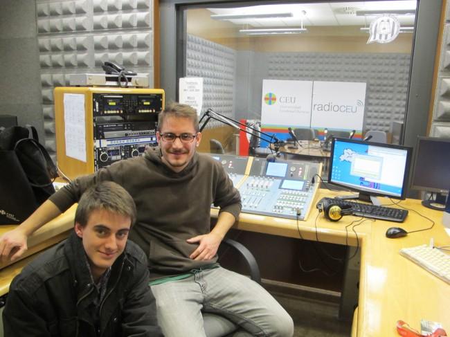 Javier Abadía y Carlos  Codoñer, técnicos de la emisión