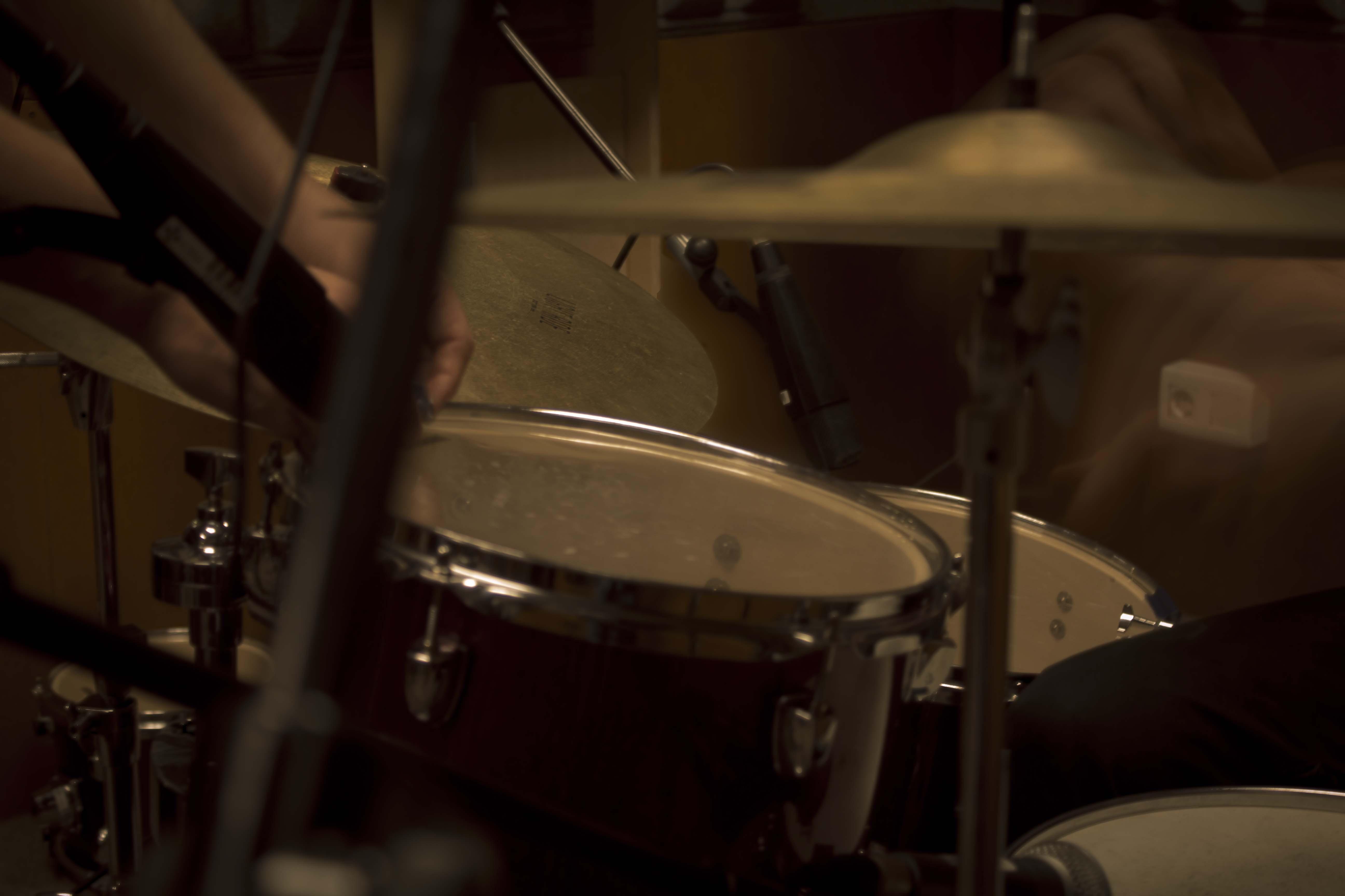Edo Gómez en estudio de grabación