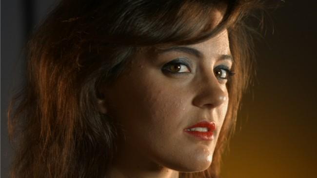 "Andrea Dee en un frame del videoclip ""Parole""."