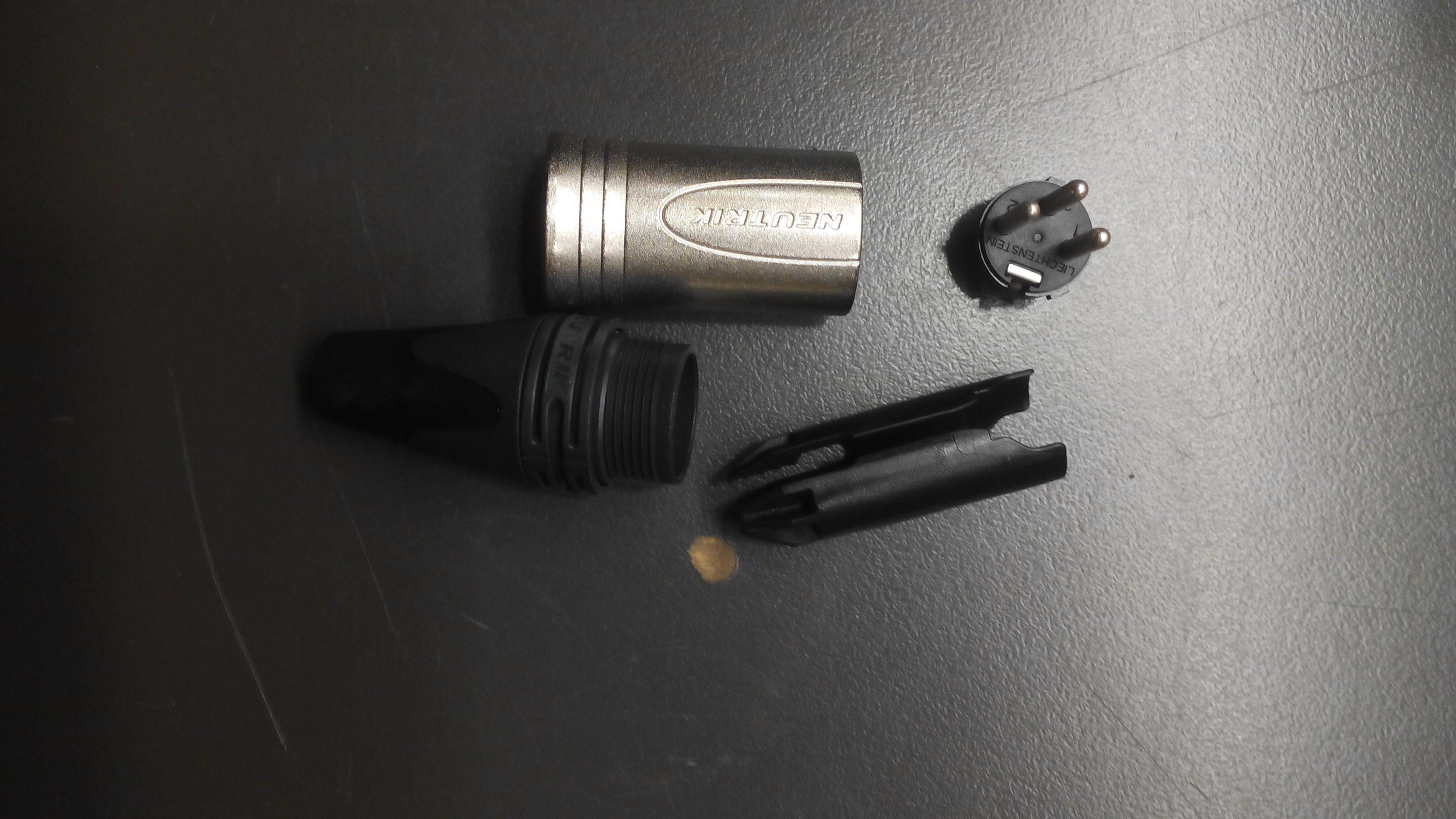 XLR 3 pin Macho NEUTRIK