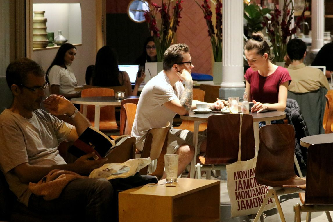 Students talking in a café