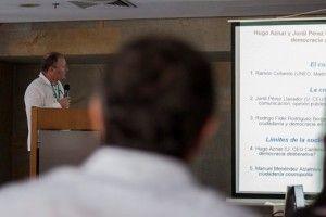 El IP Hugo Aznar durante la presentación de su Ponencia.