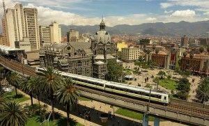 La Plaza Botero, centro neurálgico de Medellín, llamada así por contar con una exposición permanente de obras del conocido escultor.