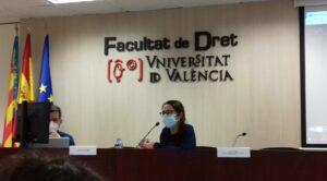 La profesora Leyre Burguera durante su ponencia invitada.