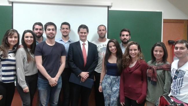 Martin Hayes, Cónsul Honorario, con los alumnos de CC.PP. y Derecho