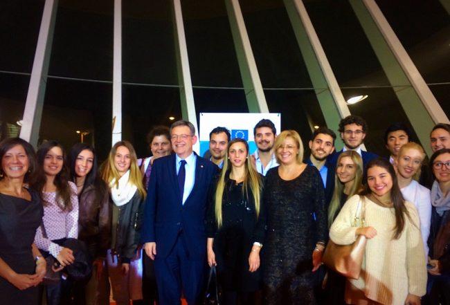 Alumnos y profesoras de la CEU-UCH dialogan con la Comisaria Europea Corina Cretu y el President Ximo Puig