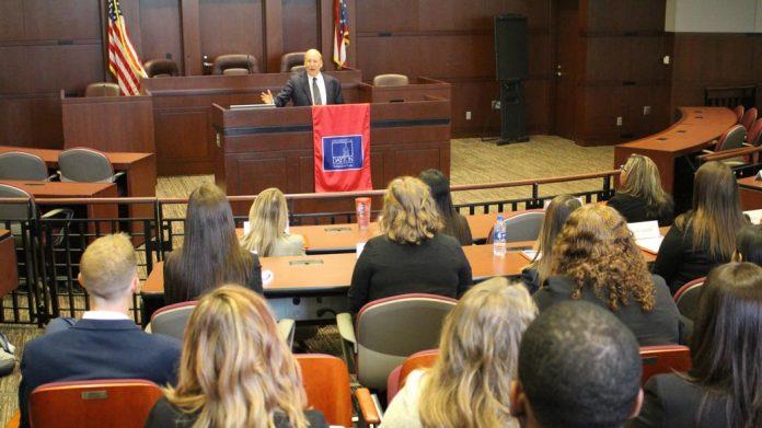 Una clase de Derecho en la Universidad de Dayton