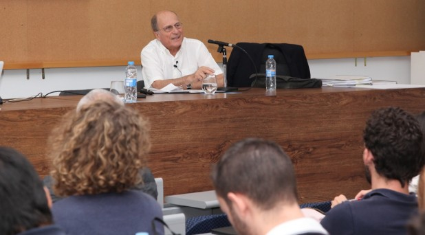 The Portuguese architect Gonçalo Byrne at CEU-UCH, during his master class for students of the Bachelor of Architecture.