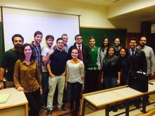 Alumnos de Marketing con el conferenciante