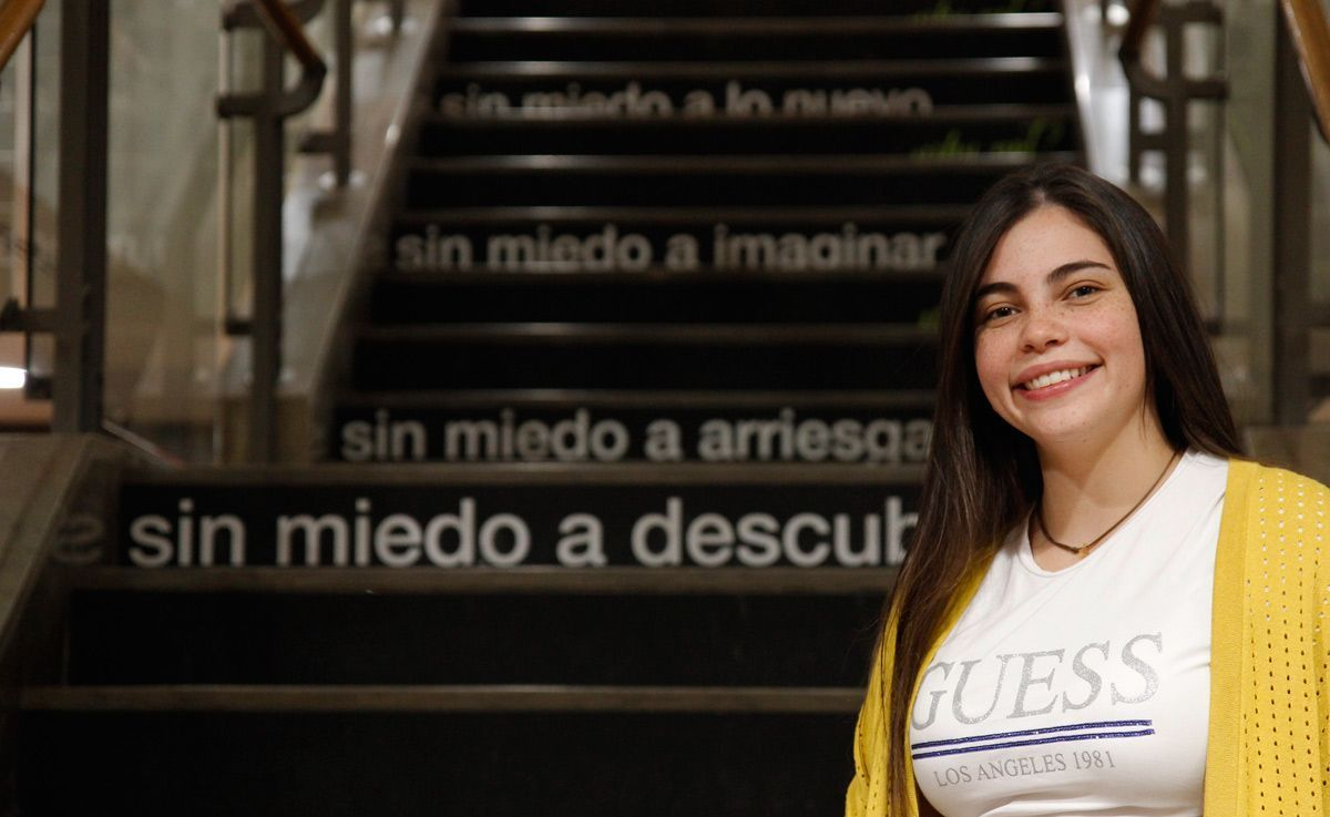 Bárbara comes from Venezuela and Studies a Dual Degree in Business and Marketing