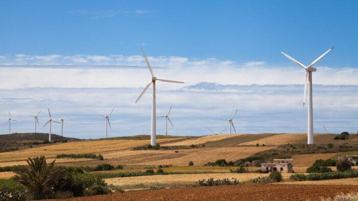 Paisaje de aerogeneradores de energía eólica