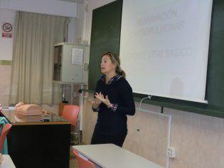 La profesora Isabel Serra impartiendo el taller