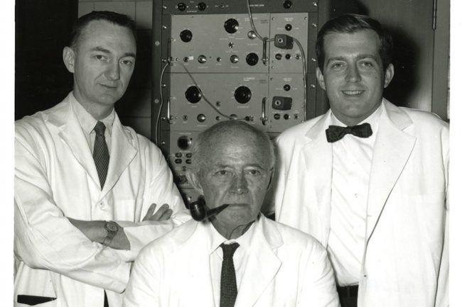 William Kowenhoven, Guy Knickerbocker y James Jude (der a izq)