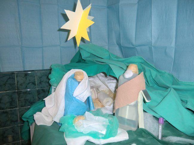 Nacimiento del belén hecho por el departamento de Enfermería, en la sede de la Universidad en Moncada