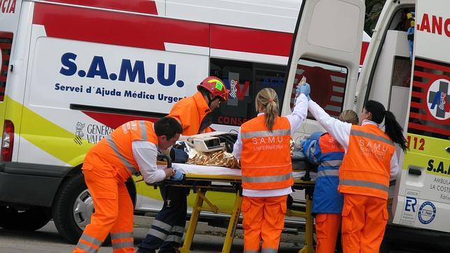 El Equipo SAMU de valencia atendiendo a una víctima: la enfermera, pieza fundamental.