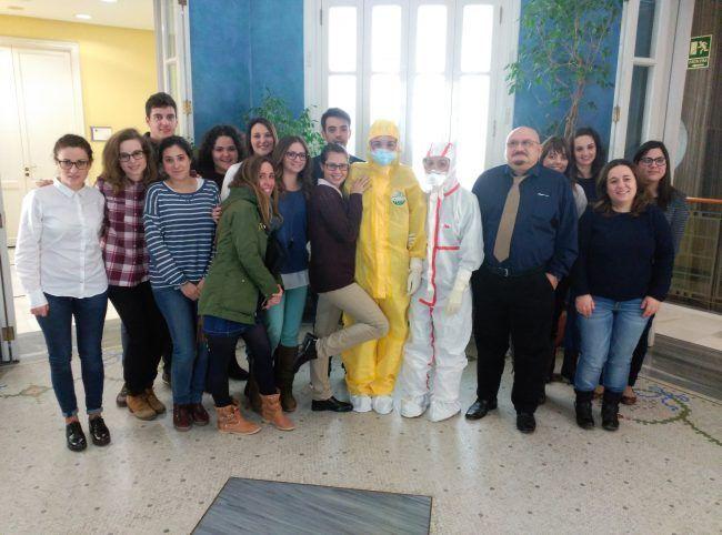 Los alumnos de nuestro Máster sí lo están. El Capitán Marco Antonio Corrons junto a los alumnos del Máster de Enfermería.