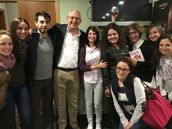 El Dr. Manrique con las/los alumnas/os del Máster de Enfermería UCHCEU