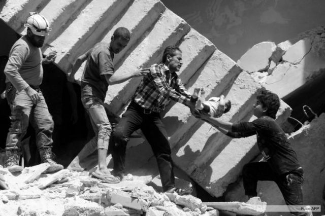 """""""Cascos Blancos"""" (rescatadores) y otros voluntarios"""