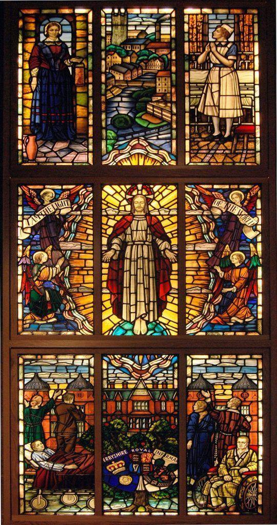 Vitral de Florence Nightingale en la iglesia de St Peter Derby