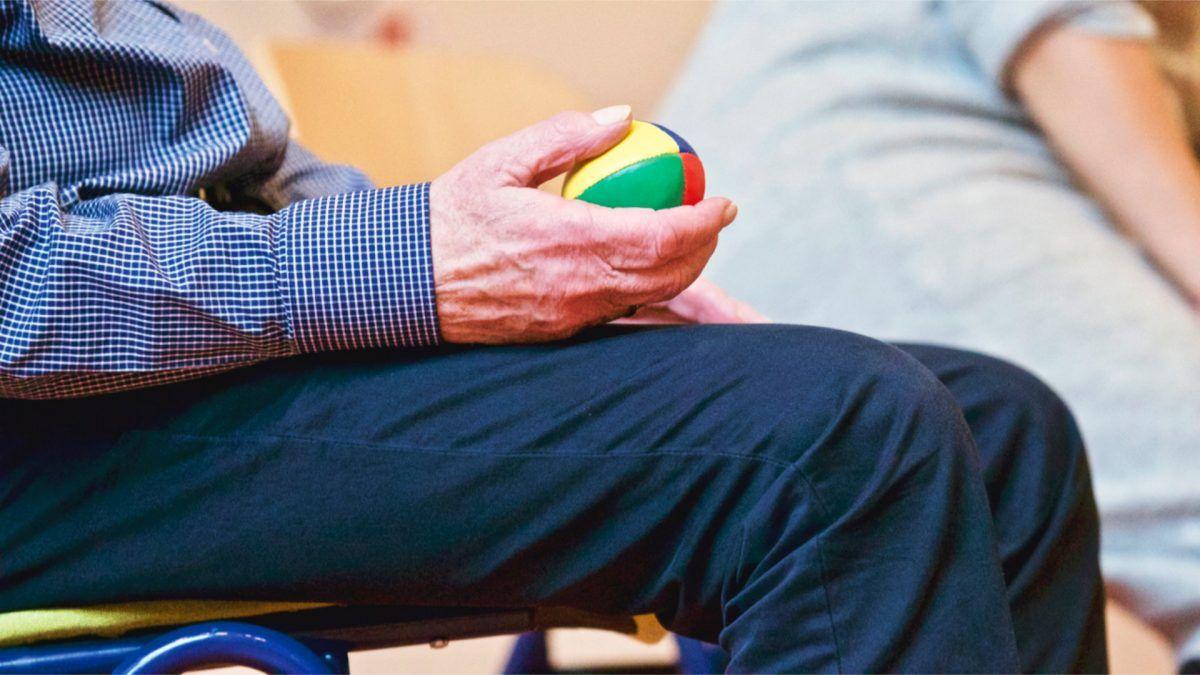 Uno de los ejercicios beneficiosos para las personas mayores