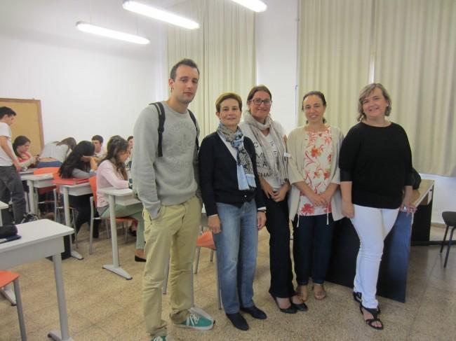 Miembros de la asociación ACECOVA y María Miranda y Teresa Olivar, profesoras de Farmacia