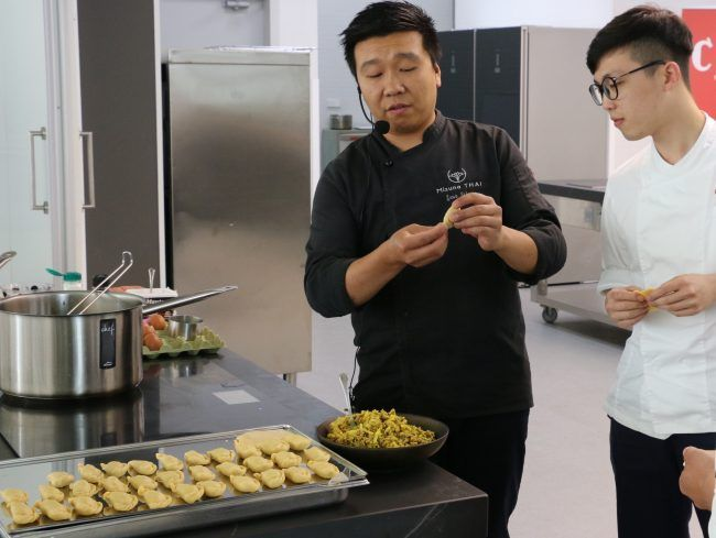 Chef Yon Wang during the cooking demontration at Veles e Vents