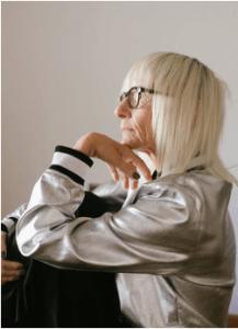 Mujer mayor con pérdida de memoria